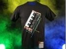 Camiseta con sintetizador
