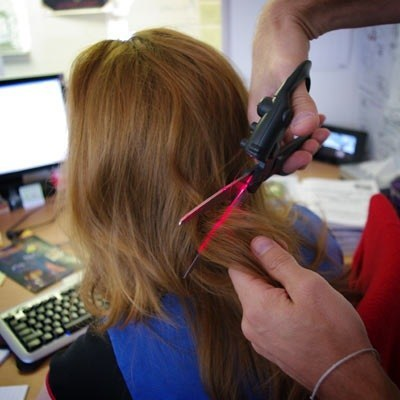 a823_laser_guided_scissors_haircut