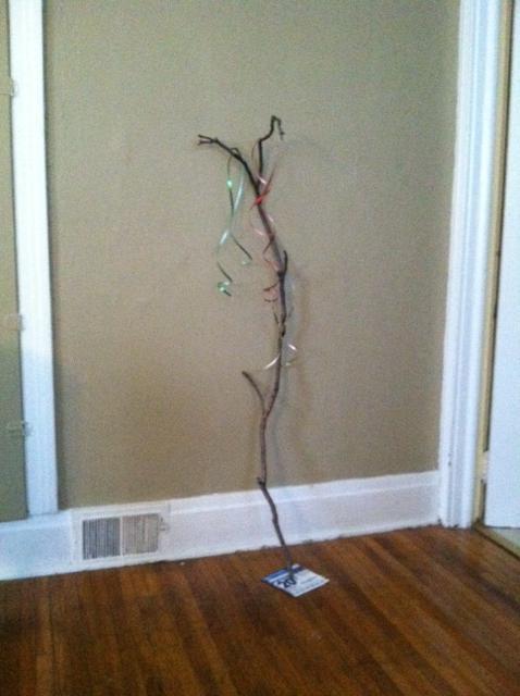 árbol de navidad gracioso con un palito