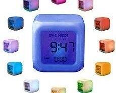 Reloj que cambia de color con el tiempo