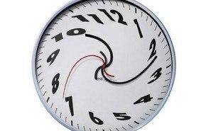 Reloj surrealista al estilo Dali