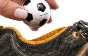 Refresca tus zapatos con una pelota de fútbol